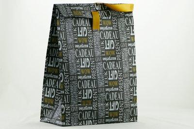 Gift bag zwart groot met opdruk en lint