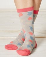 bamboe sokken met roze hartjes